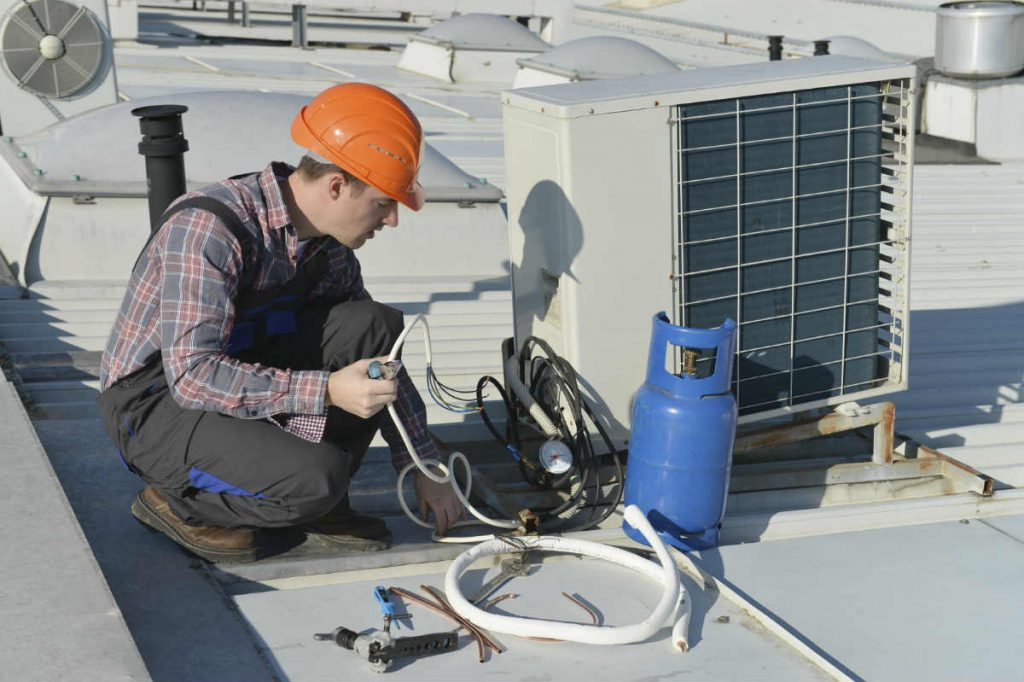 Fixing an HVAC Air Conditioner - Springbank Mechanical Toronto Commercial HVAC Company